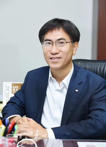 Kim Suk Cheol, Vice President & Head of Technology Planning Department