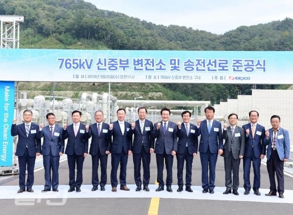 한전은 9월 25일 충북 청주시 오창읍에 위치한 신중부변전소 현장에서 765kV 신중부변전소 및 송전선로 준공식을 개최했다.